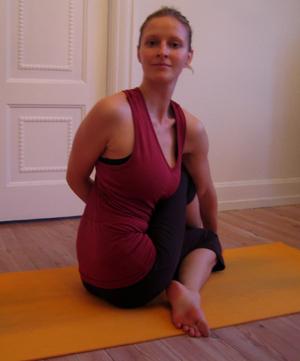 Ardha Matsyendrasana_Birgittes yoga